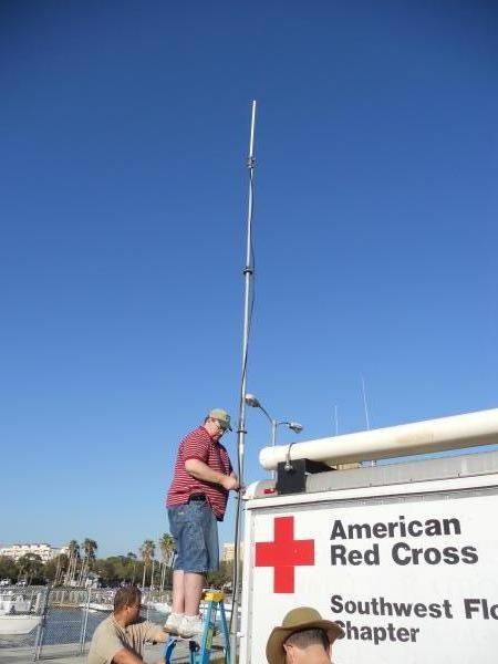 Doug, KI4RHU, puts a Motorola repeater on top of our trailer for race staff and organizers.  We were happy to help them out!
